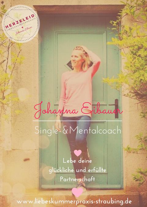 Liebeskummer hat hier keine Chance: Johanna vor ihrer Liebeskummerpraxis in Straubing