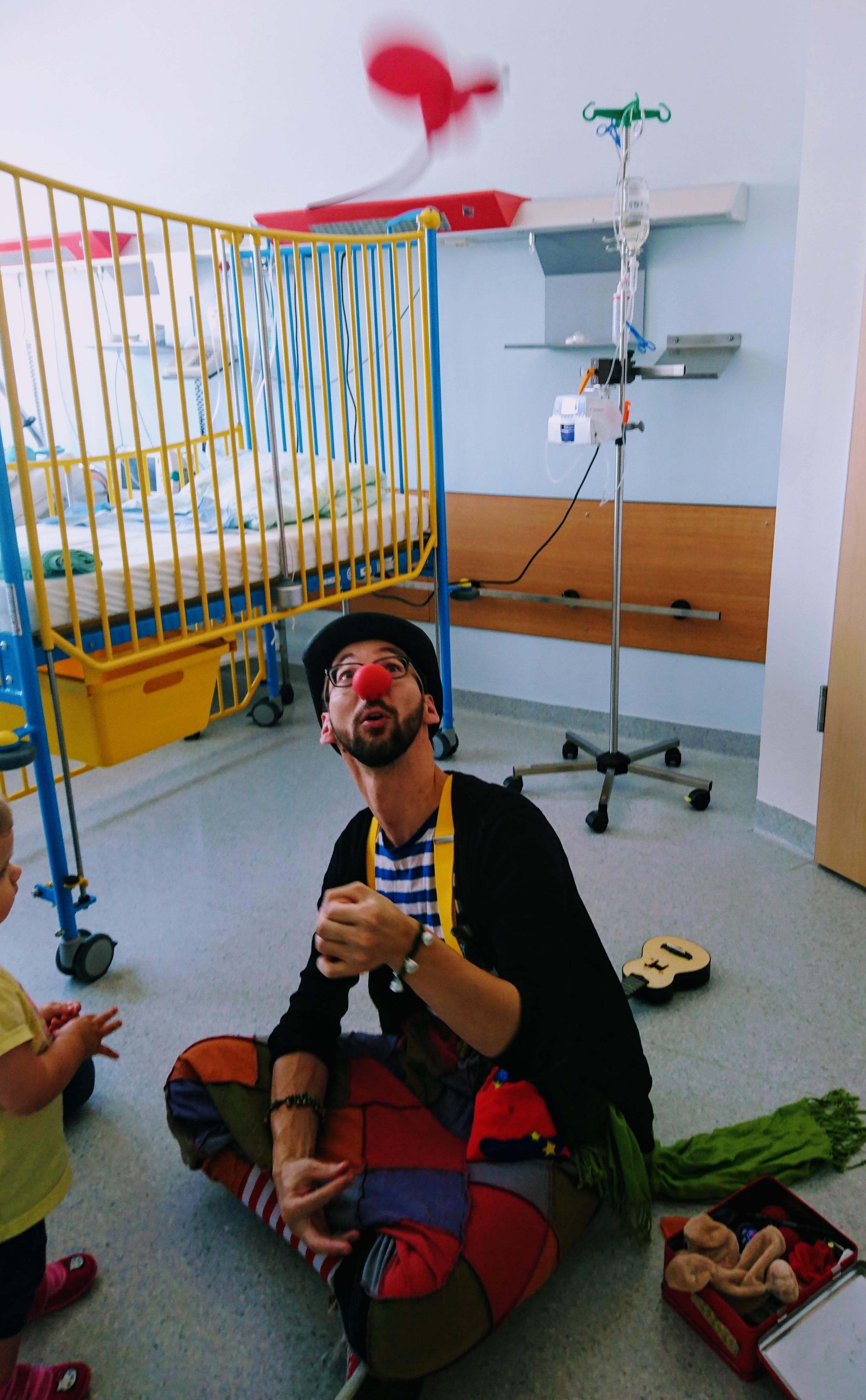 Klinikclown Theo Plumps im Einsatz